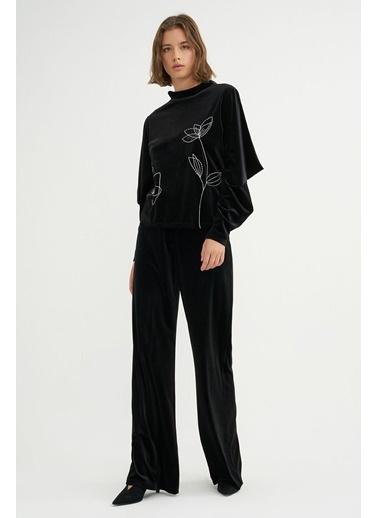 BGN Siyah - Nakışlı Kadife Bluz Siyah